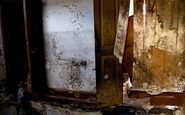Crônicas Urbanas: Entre casas abandonadas