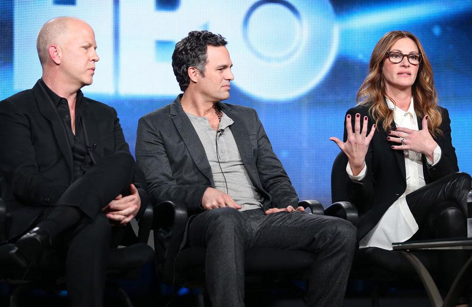 Ryan Muprhy, o diretor, com os atores Mark Ruffalo e Julia Roberts